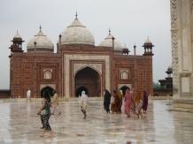 Women at the Taj's North Mosque